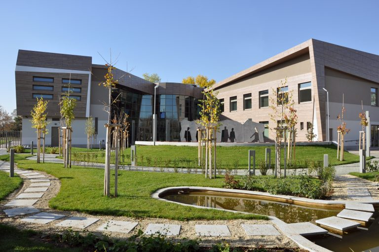 European College of Economics and Management
